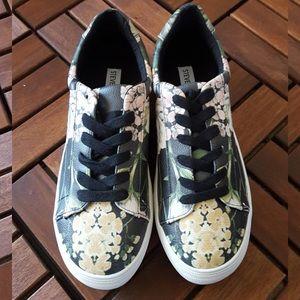 6c69360fbfb STEVE MADDEN Black Floral Gisela Sneakers NWT
